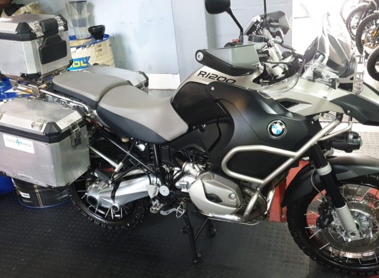 ARRIVING SOON  !!!! GSA 1200 2009 Top Box and panniers